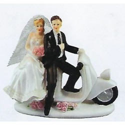 HYMEN COUPLE MARIE SUR SCOOTER